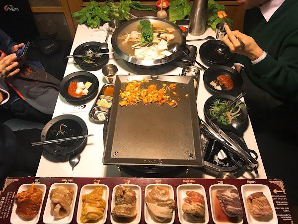 東區x八色烤肉│傳說韓式八色燒肉居然一人不到500元!!!噗滋森77套餐豪賣給你滿滿肉