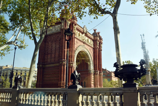 arch-in-barcelona-1.jpg - A model of Paris's Arc De Triumphe.