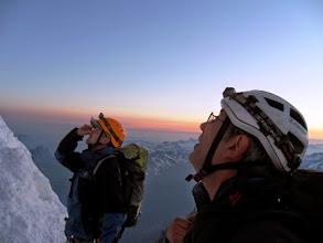 Photo: Charly y Heredia mirando el largo del Col del Maudit.