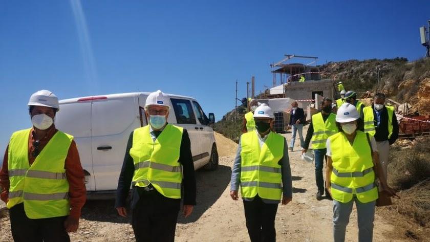 Cano y Caicedo en la visita a las obras.