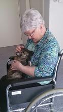 Photo: Twee van ons (Max en Melle) gingen op bezoek bij oma. Wij hebben heerlijk geknuffeld, los door de kamer gebanjerd en kennis gemaakt met twee leuke teckels die ook op visite kwamen.