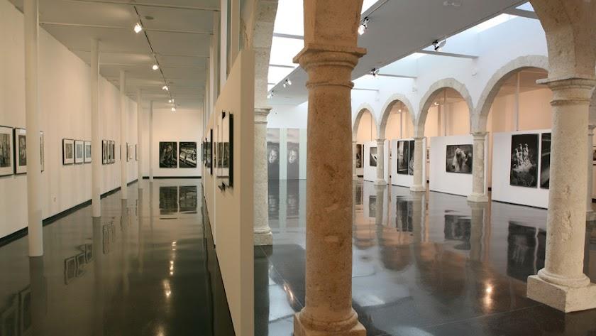Interior del Centro Andaluz de la Fotografía (CAF), en la calle Pintor Díaz Molina..