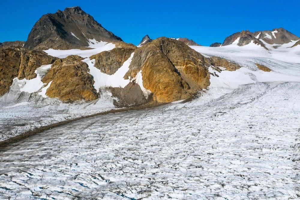 In die ondersoek van Groenland se smeltende gletsers