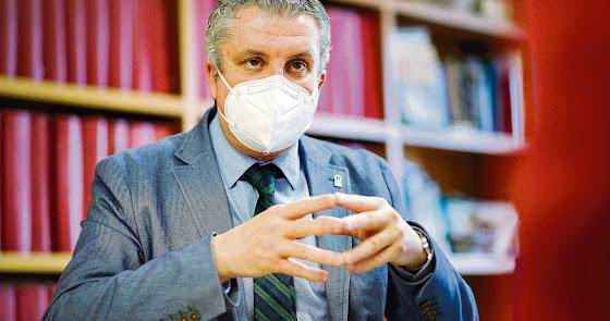 """""""Si no paramos la curva, en Almería podemos llegar a 1.200 casos al día"""""""