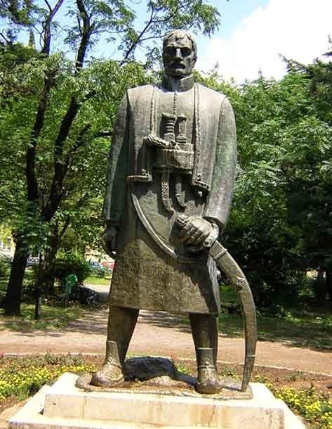 Черногорец. Памятник в Подгорице