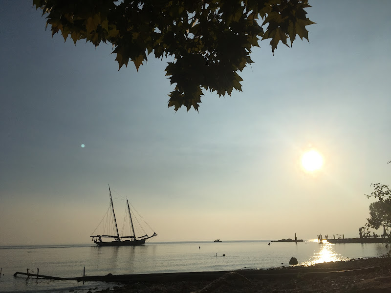 sailing di Hola