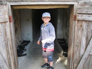 Photo: Indgang gennem lang, mørk tunnel til værket 'Svindel'