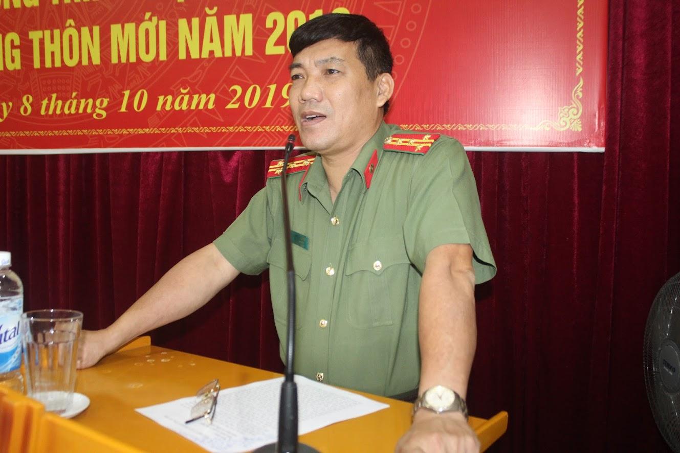 Đồng chí Đại tá Lê Khắc Thuyết, Phó Giám đốc Công an tỉnh phát biểu tại lễ khai giảng