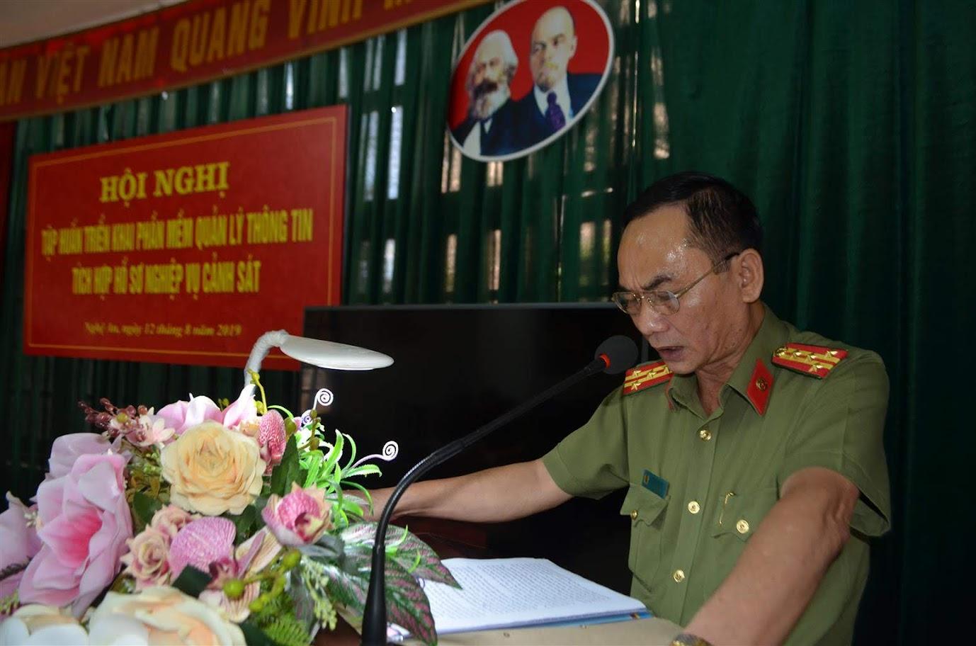 Đồng chí Đại tá Lê Xuân Hoài, PGĐ Công an tỉnh phát biểu chỉ đạo tại hội nghị