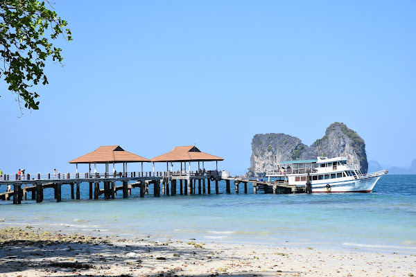 Arrival at Koh Ngai for relaxing