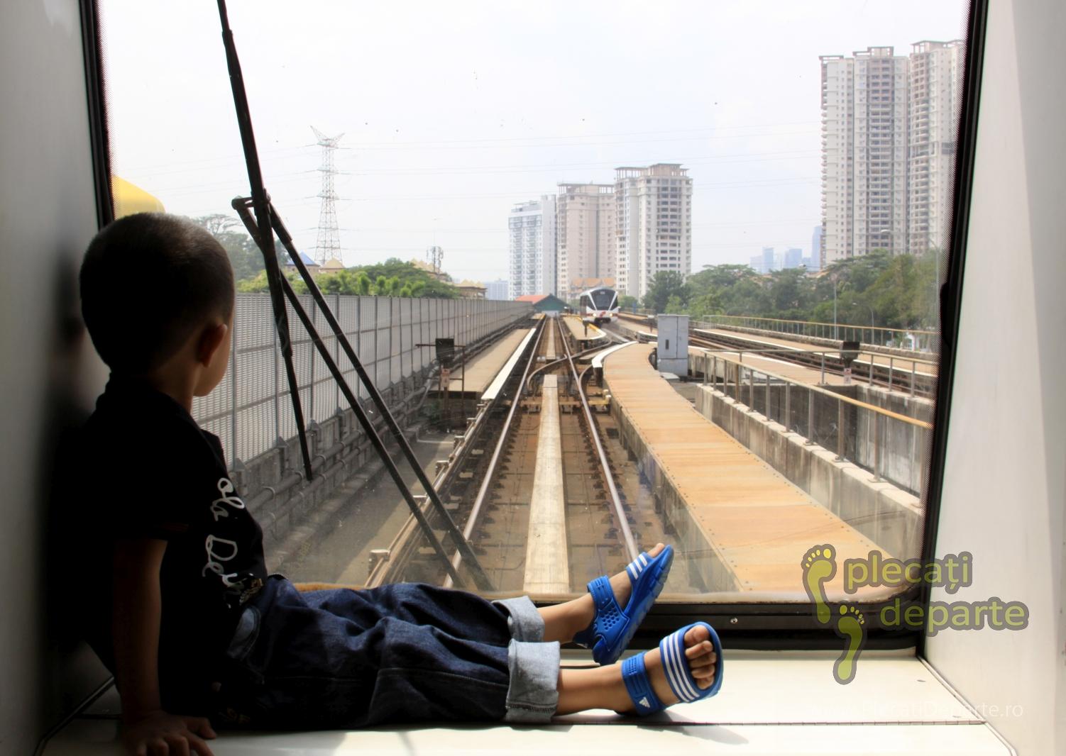 trenul LRT transport in comun pret bilet, in Kuala Lumpur, Kuala Lumpur, obiective turistice in 3 zile