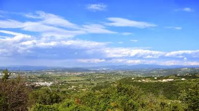 Photo: Nach KOPER bei SALARA überquert die E 751 ( B11 ) einen kleinen Höhenzug. Knapp 4 km Steigung mit 4 bis 8 %. Von oben hat man diesen Blick ins Hinterland.