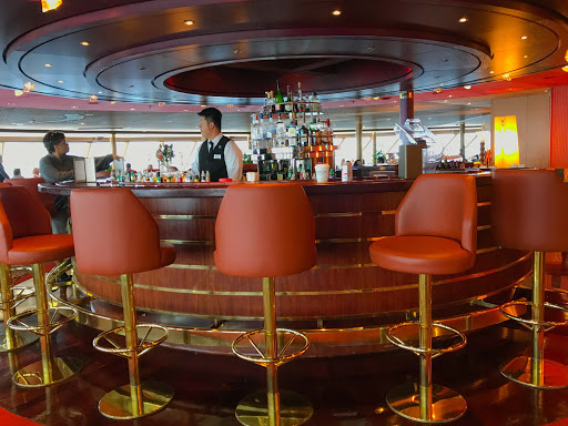 Crow's-Nest-Bar-on-oosterdam.jpg - The bar in the Crow's Nest aboard Holland America's ms Oosterdam.