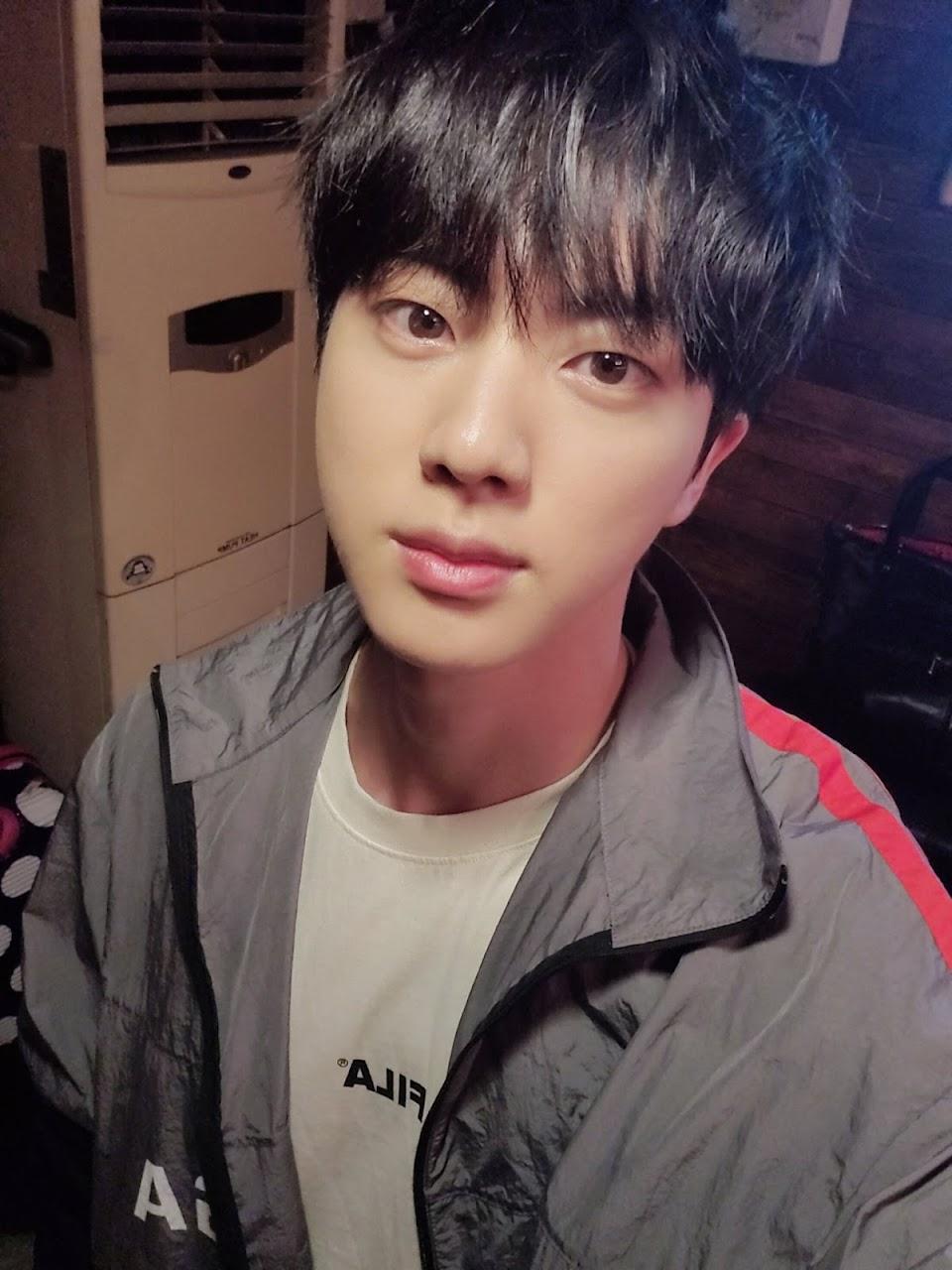 bts jin selfie 1