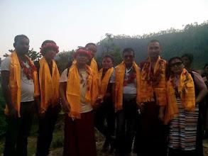 Photo: Nuestra representante Ringzing Dolma homenageada por algunas de las familias que han recibido nuestros donativos.