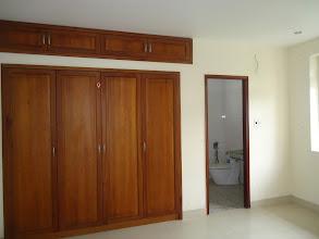Photo: tủ tường trong phòng ngủ