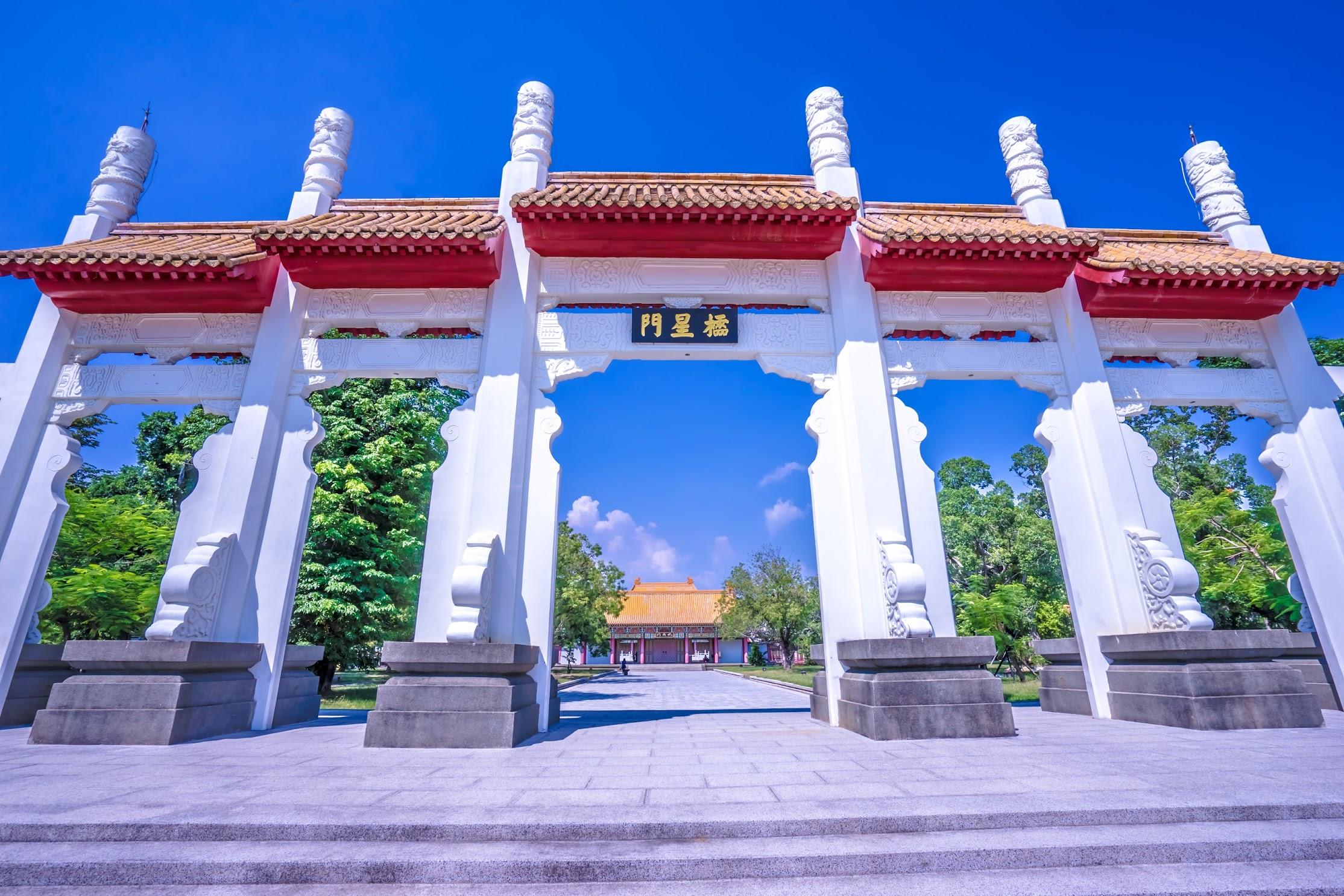 Kaohsiung Lotus Pond Confucius Temple1