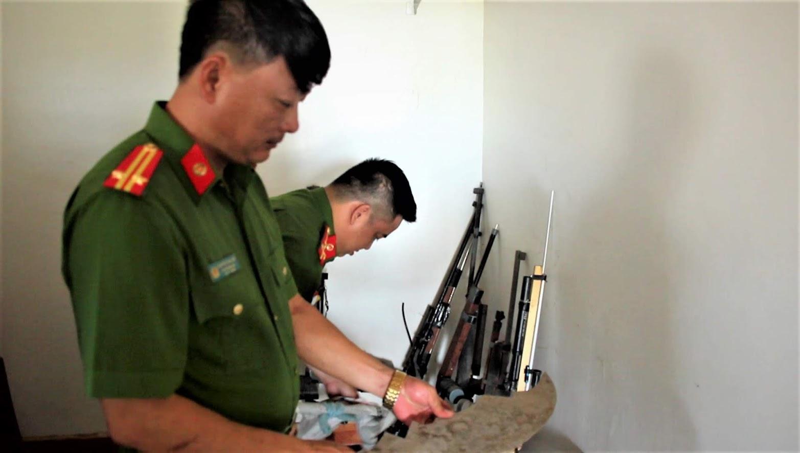 Đồn Công an Diễn Hải (Diễn Châu) làm tốt công tác vận động quần chúng thu hồi vũ khí vật liệu nổ