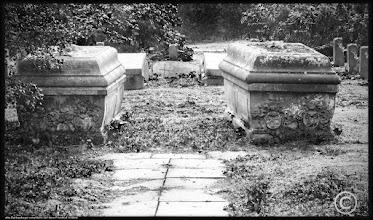 Photo: alte Sarkophage mit dem Familienwappen der Familie von Blücher verwittern auf dem Friedhof in Melz in Mecklenburg-Vorpommern