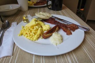 Photo: Embassy suites - hotellin aamupala. Parasta tottua jenkkien aamupalatarjontaan.