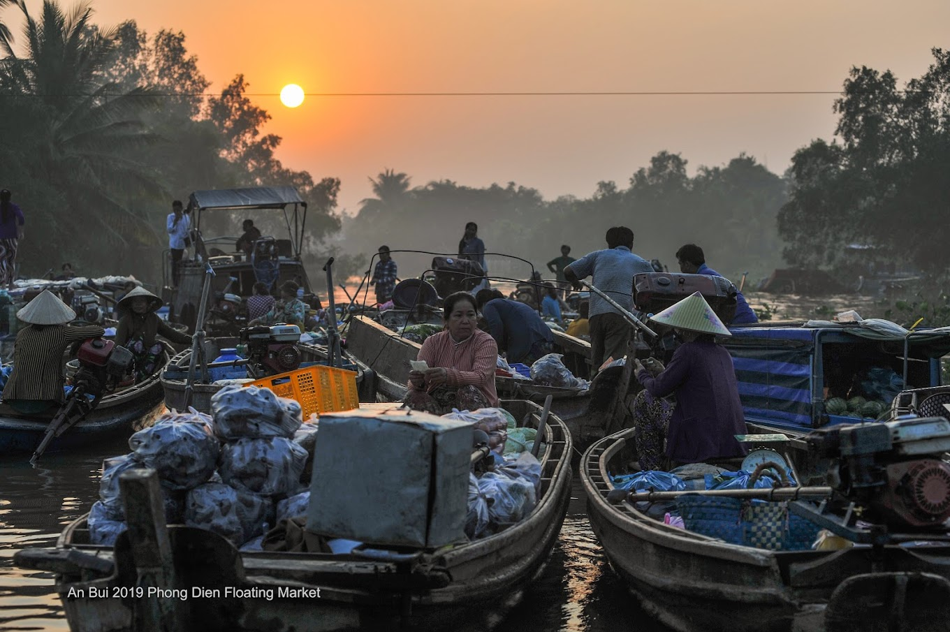 Sunrise with daily life in floating market