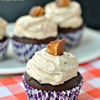 Chocolate Cupcakes {Butterfinger Frosting}.