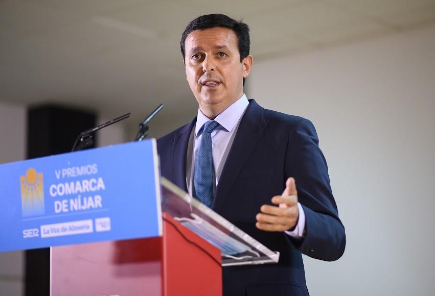Interviene el presidente de la Diputación de Almería, Javier Aureliano García.
