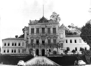 Photo: Palace hotem, aonde hoje está instalada a unidade da Universidade Católica de Petrópolis da Rua Barão do Amazonas. Foto provavelmente da década de 50/60