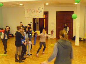 Photo: Sessió de jocs de l'INS Marina: Jugant al mocador