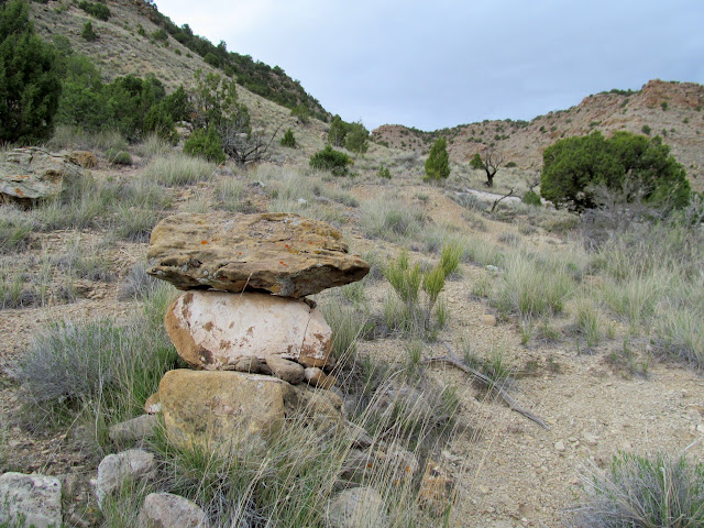 Cairn marking the exit from Little Park Wash to the Slash Trail