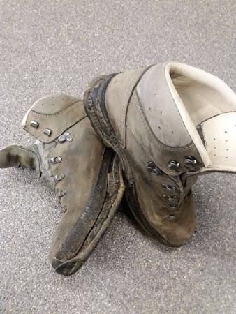 Nieuw onderwerk voor wandelschoenen - wandelschoenen met versleten zolen