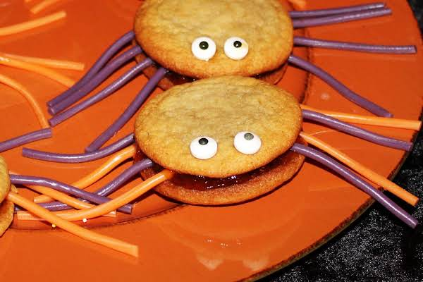 Yo-yo Cookies Reshaped For Halloween