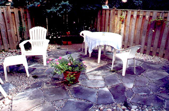 Photo: Flagstone can be installed with gaps to make it permeable, allowing rain to infiltrate - beautiful and eco-friendly.