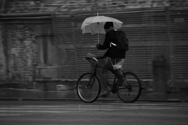 pedalare sotto la pioggia di Airan