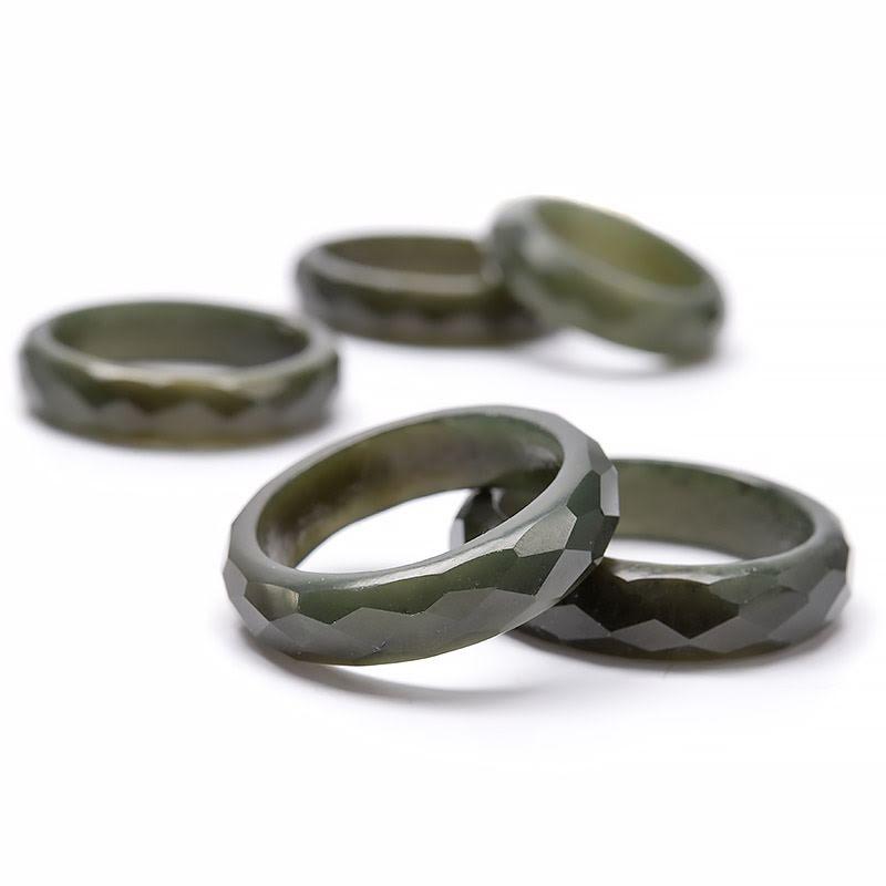 Jade, stenring fasetterad