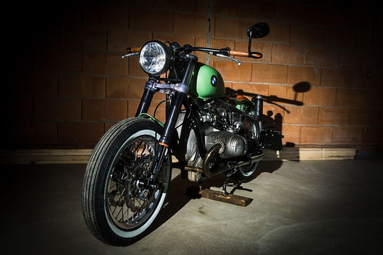 Gabelumbau an einem klassischen BMW Motorrad Boxer