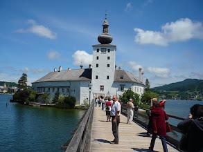 Photo: Tavi-kastély a Traun-tó szigetén