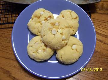 Pineapple Macadamia Cookies