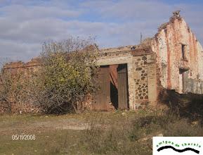 Photo: Aquí le rendimos  homenaje a Ernesto Deligny en 2001, presentando sus Apuntes Históricos. Desde entonces el deterioro ha continuado.