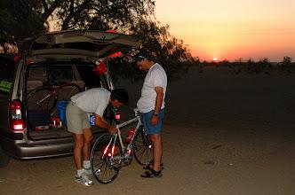 Photo: Wenn ich mich für eine Stunde hinlegte, mussten Reperaturen am Rad vorgenommen werden