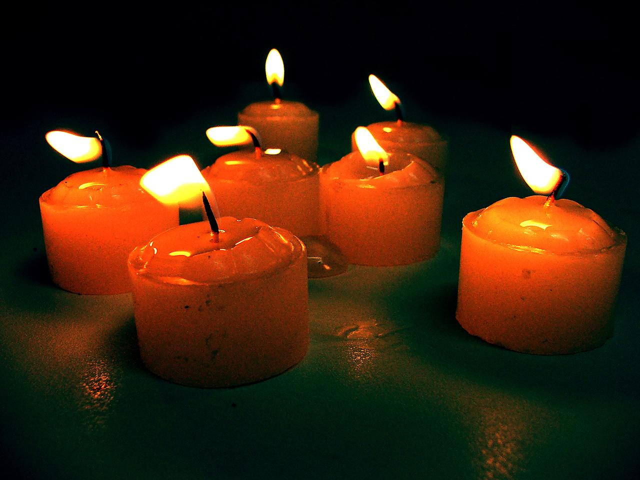 A group of lit candles  Description automatically generated with medium confidence