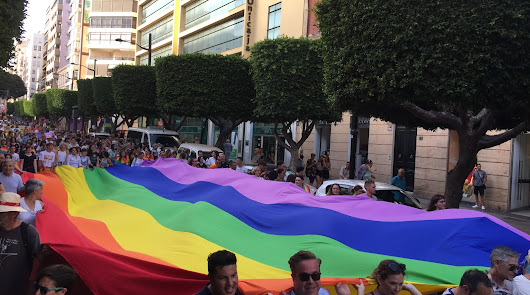 Almería saca su orgullo a pasear