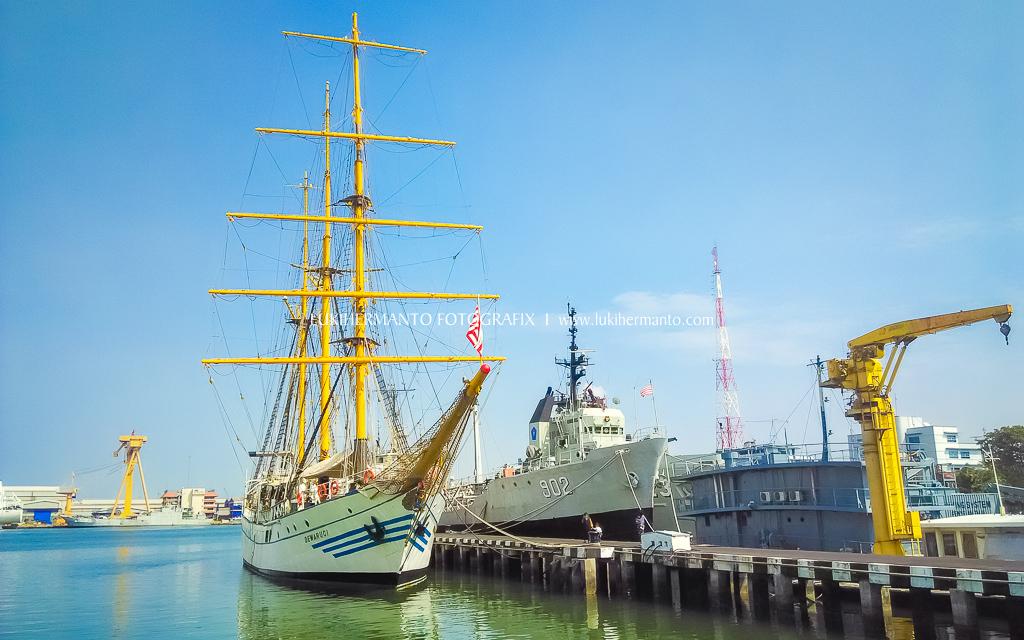 kapal dewaruci dengan kamera HP