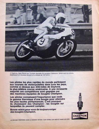 Pub officiel Triumph pour les bougies Champion victorieuse en 1967 à Datona piloté par Gary Nixon présenté par Machines et Moteurs.
