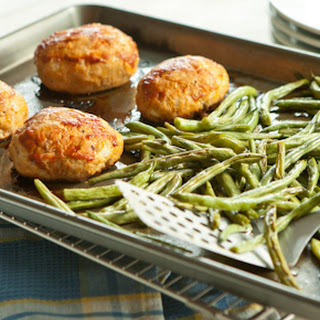 Mini Turkey Meatloaf and Green Beans Sheet Pan Supper.
