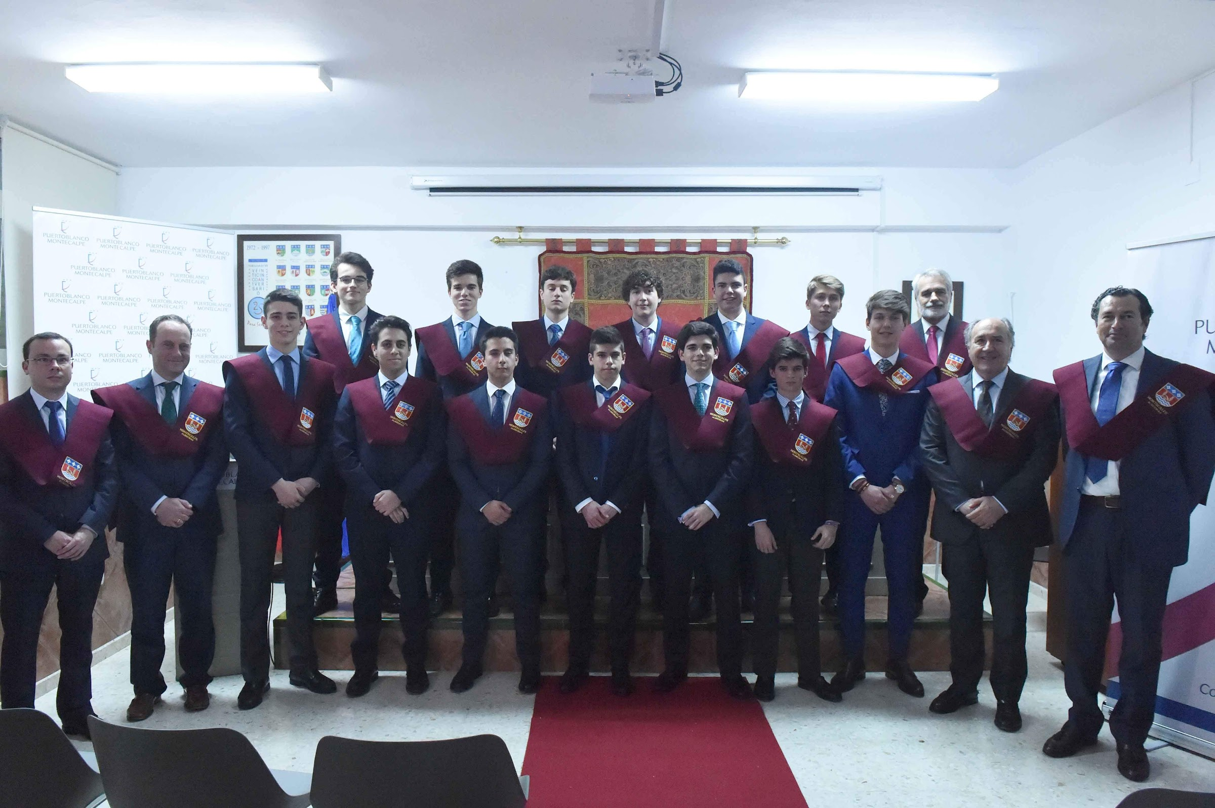 La XXXVIII promoción de alumnos de Montecalpe celebra el acto de imposición de becas