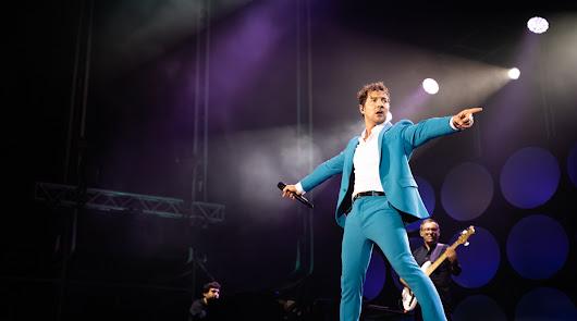 David Bisbal emociona a Roquetas y repasa su carrera en un concierto brillante