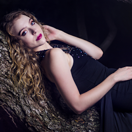 lying tree by Gerrit de Graaff - People Portraits of Women ( blonde, girl, tree, dress, beautifull, beauty, nikon, photo, photography, black, photooftheday )