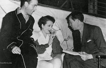 "Photo: John Huston dirige Humphrey Bogart e Mary Astor em ""Relíquia Macabra"" (The Maltese Falcon)."
