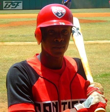 Santiago amenaza a Granma con la escoba en béisbol sub-23